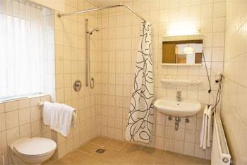 Behinderten Badezimmer | Hotel Monter Meyer Behinderten Gerecht Eingerichtet Landlich Und